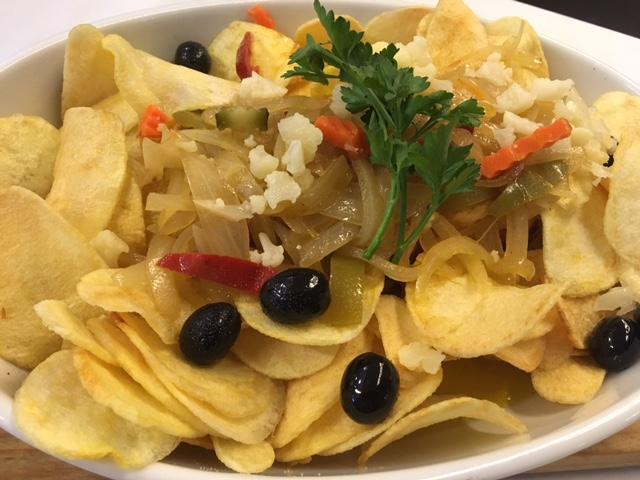 Bacalhau Frito com Batata Frita e Cebolada