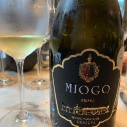 Apresentação do Vinho Miogo Branco